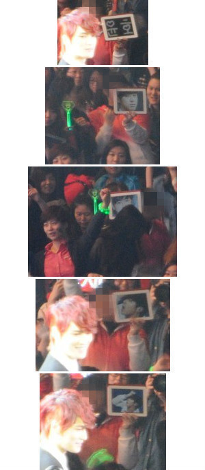 [PIC] Yunho banner and photos right in front of Jaejoong @ Shanghai concert