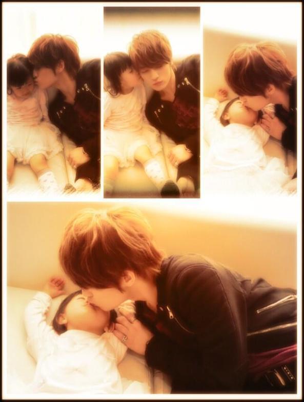 jaejoong kiss his niece