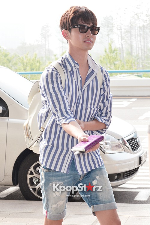 78450-tvxqs-max-changmin-shines-with-blue-striped-shirt-leaves-for-schedule-